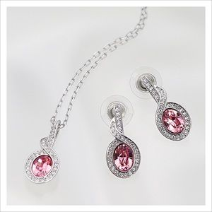 NEW Swarovski. Necklace and earring set.